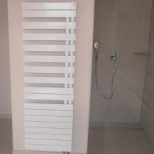 Salle de bain - Douche encastrée et sèche serviettes eau chaude